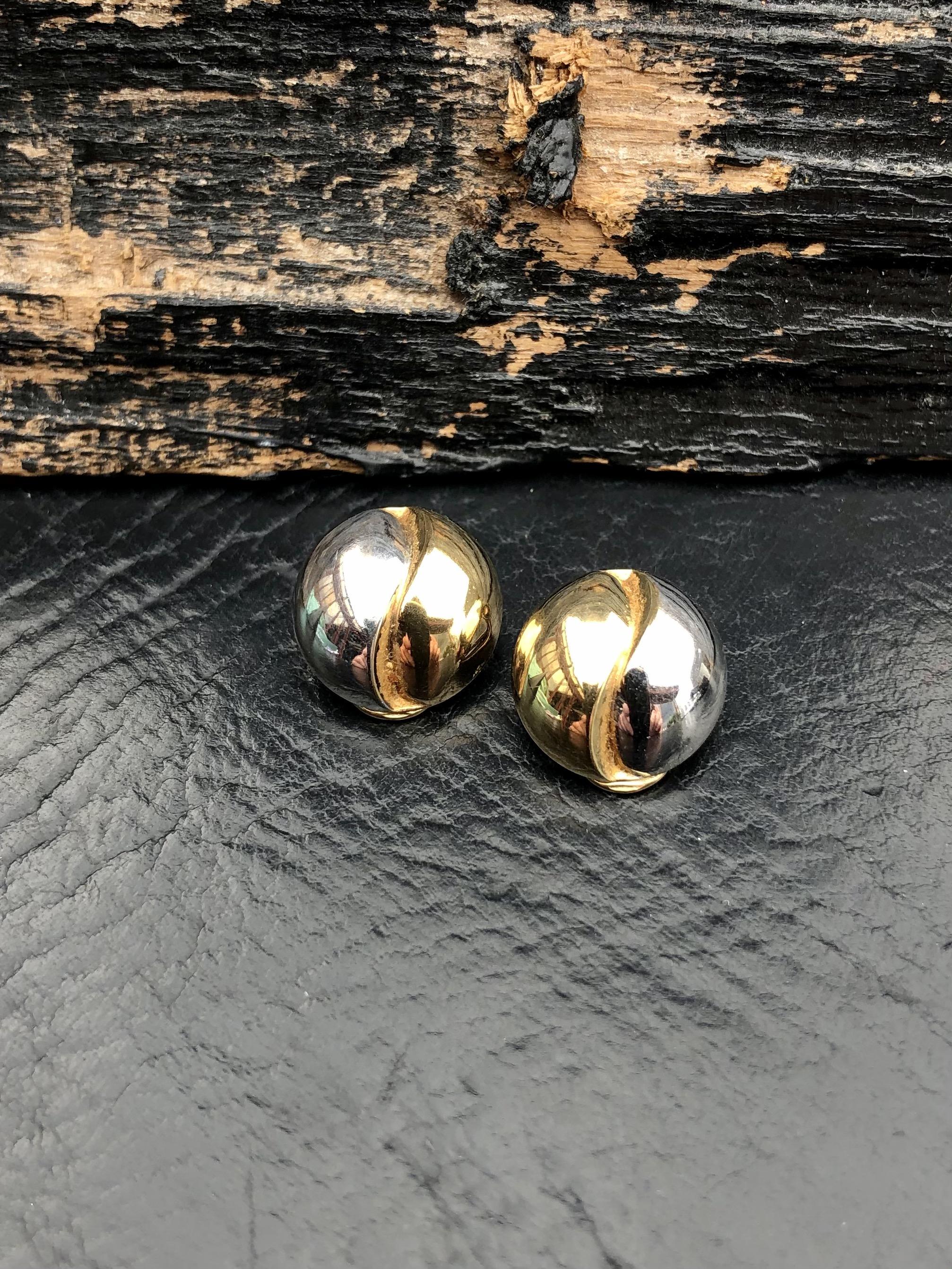 8 kt. guld/hvidguld øreklips hos Guldsmedien Køge.